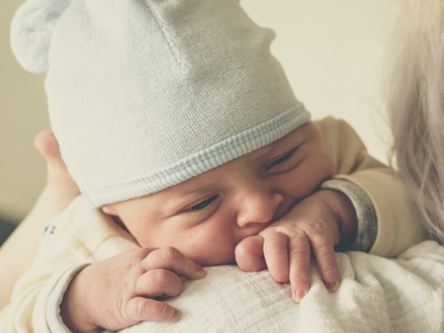 Jennifer Muller ostéopathe Paris16 bébé problèmes digestifs