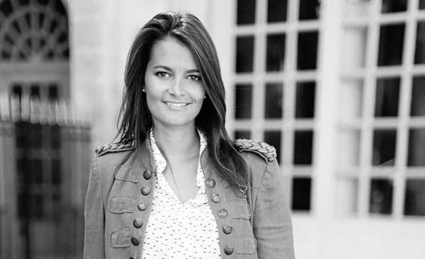Jennifer Muller ostéopathe Paris16 portrait nb