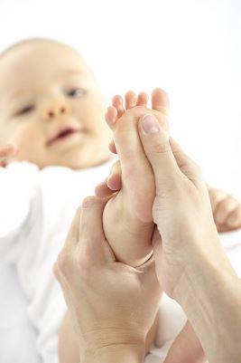 Jennifer Muller ostéopathe bébé pied