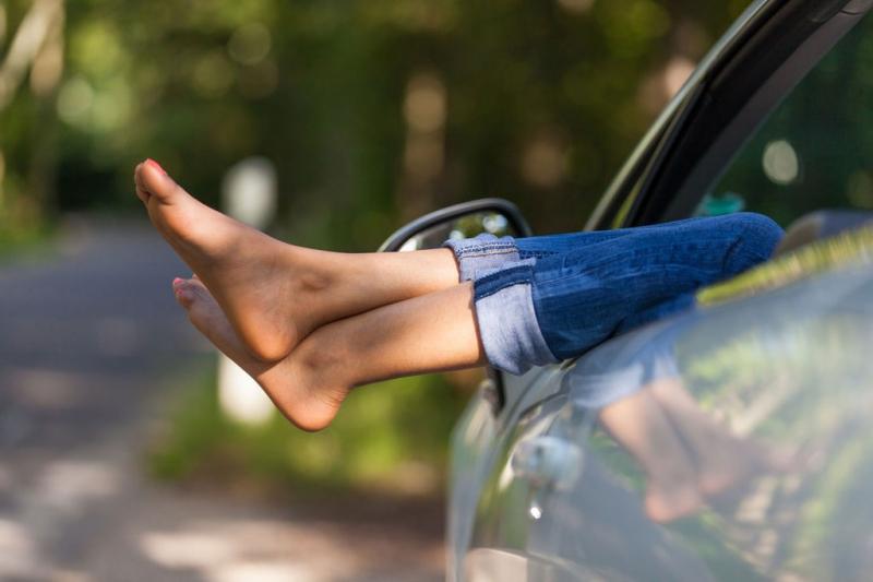Jennifer Muller ostéopathe jambes voiture
